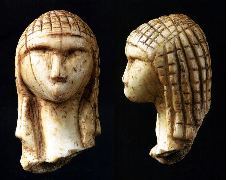 Sculpture en ivoire, vers 21 000 avant J.-C., 3,6 x 1,9 cm (musée d'Archéologie nationale de Saint-Germain-en-Laye).